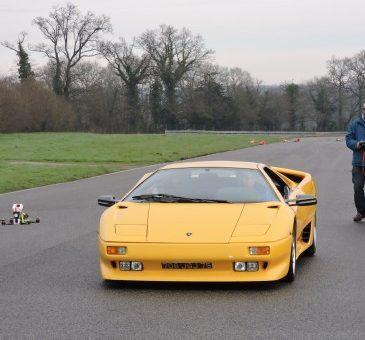 Lohéac : FPV Races & Lamborghini Diablo VS Mini 250's